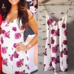 Floral mini flowey dress